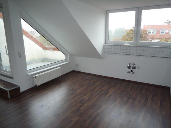 *Verkauf* 4 Raum Dachgeschoss Wohnung mit Balkon und 2 Stellplätzen in der Tiergartensiedlung